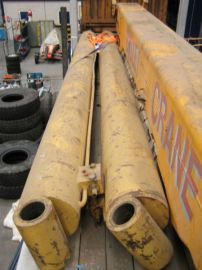Grove TM 1150 boomcylinders