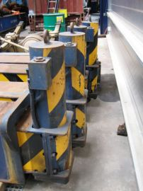 Grove TM 750E outriggercylinders