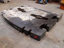 GMK 5220 10 ton counterweight