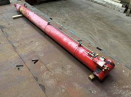 AC 35 boom cylinder