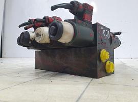 Outrigger valve