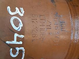 Liebherr LTM 1070 telescopic cylinder